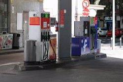 El precio del gasóleo y la gasolina se abarata por segunda semana consecutiva y cae a niveles de hace un mes