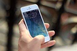 La edad media a la que los niños piden su primer teléfono móvil son los 9 años, según un estudio