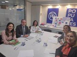 Farmacéuticos presentan a dirigentes del PP sus propuestas ante las próximas elecciones generales