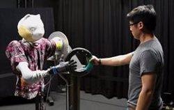 Las personas prefieren que los robots funcionen con un ligero retraso para que no resulten amenazantes