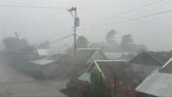 El tifón 'Kammuri' deja un muerto y más de 200.000 desplazados en su avance hacia Filipinas