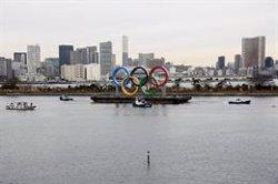 El monumento de los aros olímpicos llega a Tokio para su inauguración
