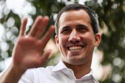 La Contraloría de Venezuela advierte de que inhabilitará a funcionarios que apoyen a Guaidó