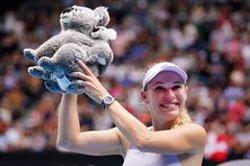 Wozniacki echa el cierre en un día sufrido para Federer y amargo para Osaka y Serena Williams