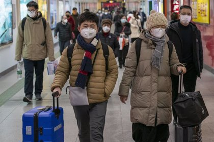 Trasladan nuevos equipos médicos a Wuhan para hacer frente al nuevo coronavirus en China