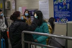 Familiares y amigos de los españoles en Wuhan inician una petición para pedir su repatriación urgente