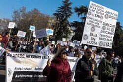 Autónomos se manifiestan en Madrid para equiparar sus derechos