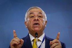 El ministro de Sanidad de Chile pide calma porque el coronavirus podría mutar y volverse