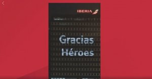 Iberia ilumina su sede en Madrid para rendir homenaje a los que luchan contra el Covid-19