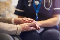 El 80% de los pacientes con Alzheimer está al cuidado de un familiar que suele tener más de 65 años