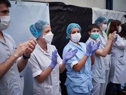 El Foro de la Profesión Médica lamenta las muertes profesionales sanitarios y el aumento de positivos