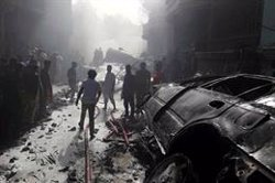 Se elevan a 97 los muertos tras estrellarse un avión en Karachi, en el sur de Pakistán