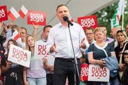 El resultado final da la victoria a Duda en Polonia con el 43,5% pero le obliga a ir a segunda vuelta