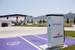 Endesa pone en funcionamiento sus dos primeros cargadores rápidos en las estaciones de servicio de Andamur