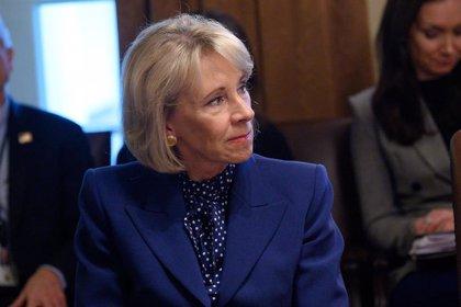 La secretaria de Educación de EEUU minimiza el riesgo de la reapertura de las escuelas