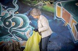 La Reina Sofía repite hoy como 'Héroe Libera' en la campaña contra la basuraleza '1m2 por las playas y los mares'