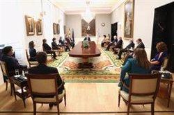 El Rey visita la sede del Tribunal de Cuentas tras su remodelación y mantiene una reunión de trabajo con el Pleno