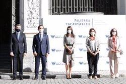 La Reina da visibilidad al esfuerzo de las mujeres frente al coronavirus en un acto de la FMBBVA