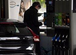 El precio de la gasolina se mantiene estable esta semana y el gasóleo suma una nueva bajada (-0,29%)