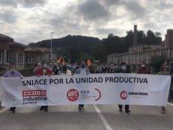 Los trabajadores de Sniace vuelven a manifestarse mañana en Torrelavega