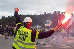 Los trabajadores de Alcoa vuelven a cortar carreteras y llaman a una