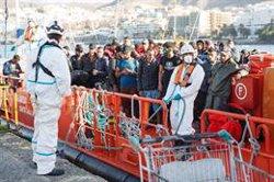 Unas 425 personas han llegado este sábado a las costas españolas en patera