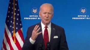 Biden rechaza el plan de Trump de levantar las restricciones por el coronavirus de los vuelos internacionales