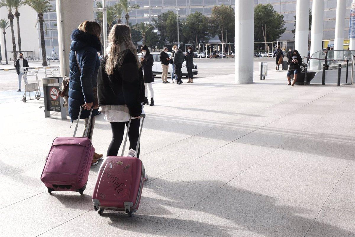 Los turistas españoles deberán acreditar prueba negativa al llegar a Baleares - Descubrir