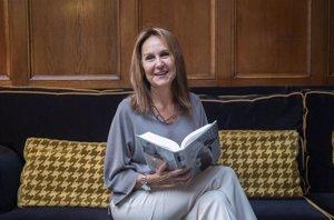 La última novela de María Dueñas, 'Sira', vende más de 150.000 ejemplares en sus dos primeras semanas