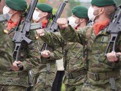 El Defensor del Pueblo pide mejores sueldos para los militares, aunque niega discriminación con Policía y Guardia Civil