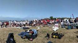 Retirados de la playa de Cuchía (Cantabria) 320 kg de basura que se canjearán por comida y donarán al Banco de Alimentos