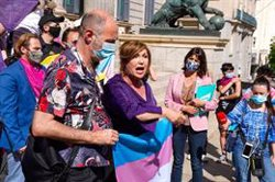 ONG Trans seguirán considerando non grato al PSOE en el Orgullo si la ley discrimina a menores, migrantes y no binaries