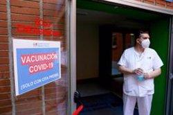 España supera el 50% de la población con una dosis y las 15 millones de personas con pauta completa