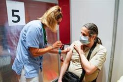 El 82% de la población mayor de 40 años ya ha recibido una dosis de la vacuna y el 47% la pauta completa