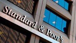 S&P mejora la perspectiva de seis bancos españoles y rebaja el rating de Sabadell