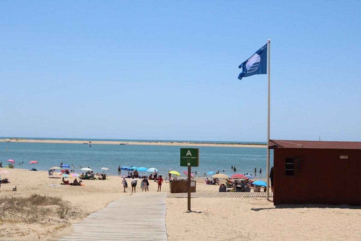 Las 713 'Banderas Azules' de España ya ondean en playas, puertos deportivos y embarcaciones turísticas - Descubrir