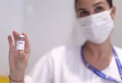MSF pide no administrar dosis de refuerzo hasta que sanitarios y vulnerables de todo el mundo se vacunen