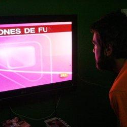 Los españoles consumieron menos de 5 horas de contenido audiovisual en junio, 21 minutos menos que en mayo