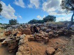 Investigadores de la UA descubren en Son Catlar (Menorca) un depósito completo de materiales romanos
