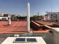 SEO/BirdLife instala en su sede un aerogenerador sin aspas para estudiar su impacto en la interacción con aves urbanas