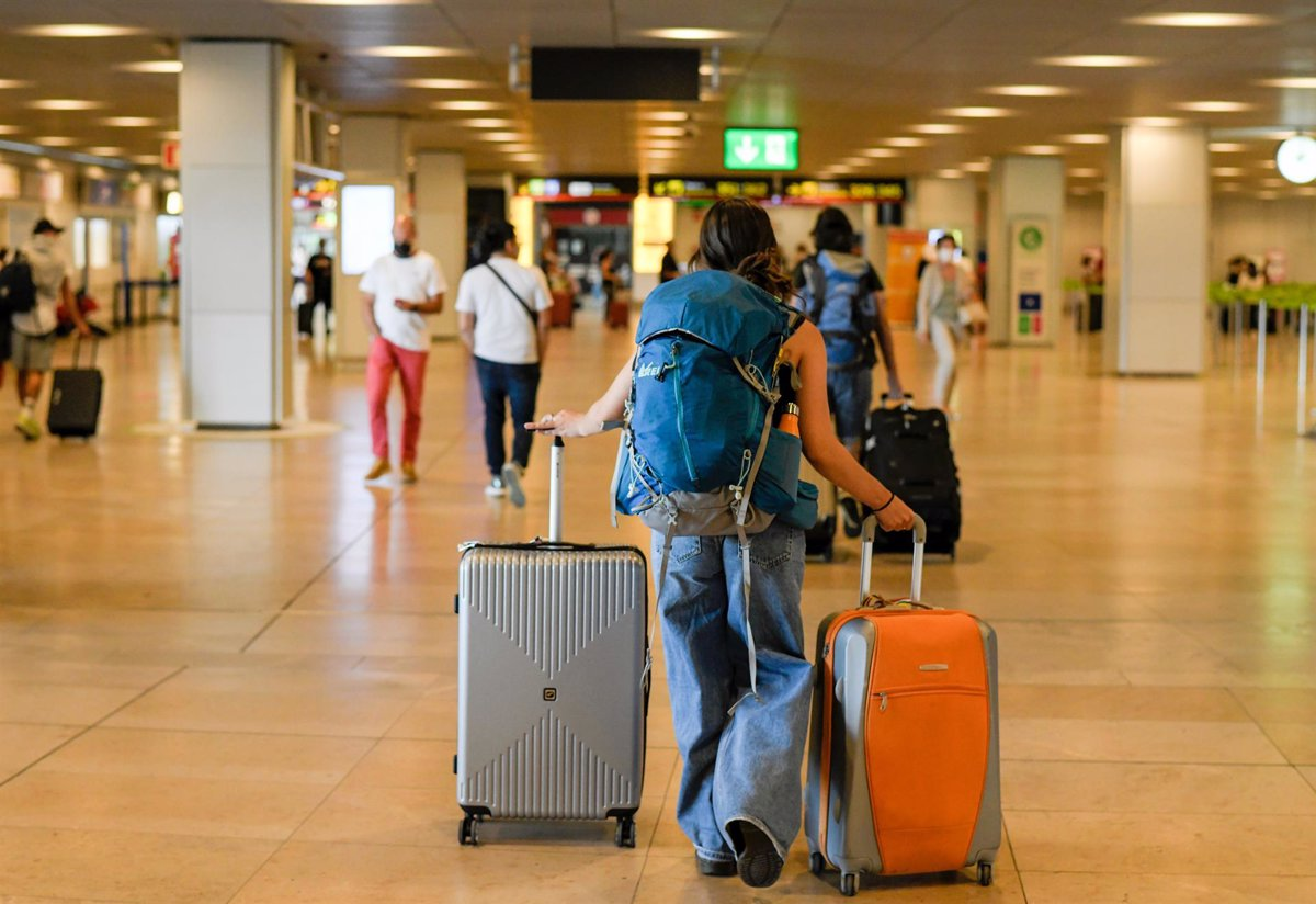 El 40% de los españoles ahorra durante el año de cara a las vacaciones - Descubrir