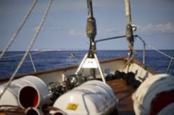 El barco de observación y vigilancia 'Astral', de la ONG 'Open Arms', regresa a Badalona por una avería