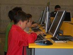 Los menores están expuestos a 14 minutos de publicidad por cada hora de uso de internet, según un estudio de UNIR