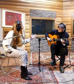 Sandra Carrasco y José Luis Montón interpretan 'Canciones al oído' en Las Noches del Canal